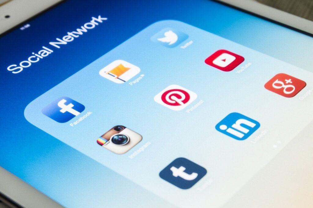 Rekomendasi tools untuk social media